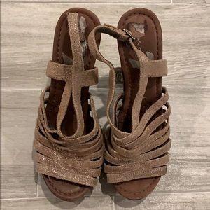 7 for ALL MANKIND platform sandal. Size 6